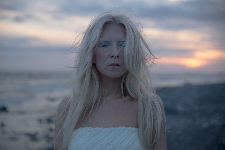 Iamamiwhoami - Hunting for Pearls